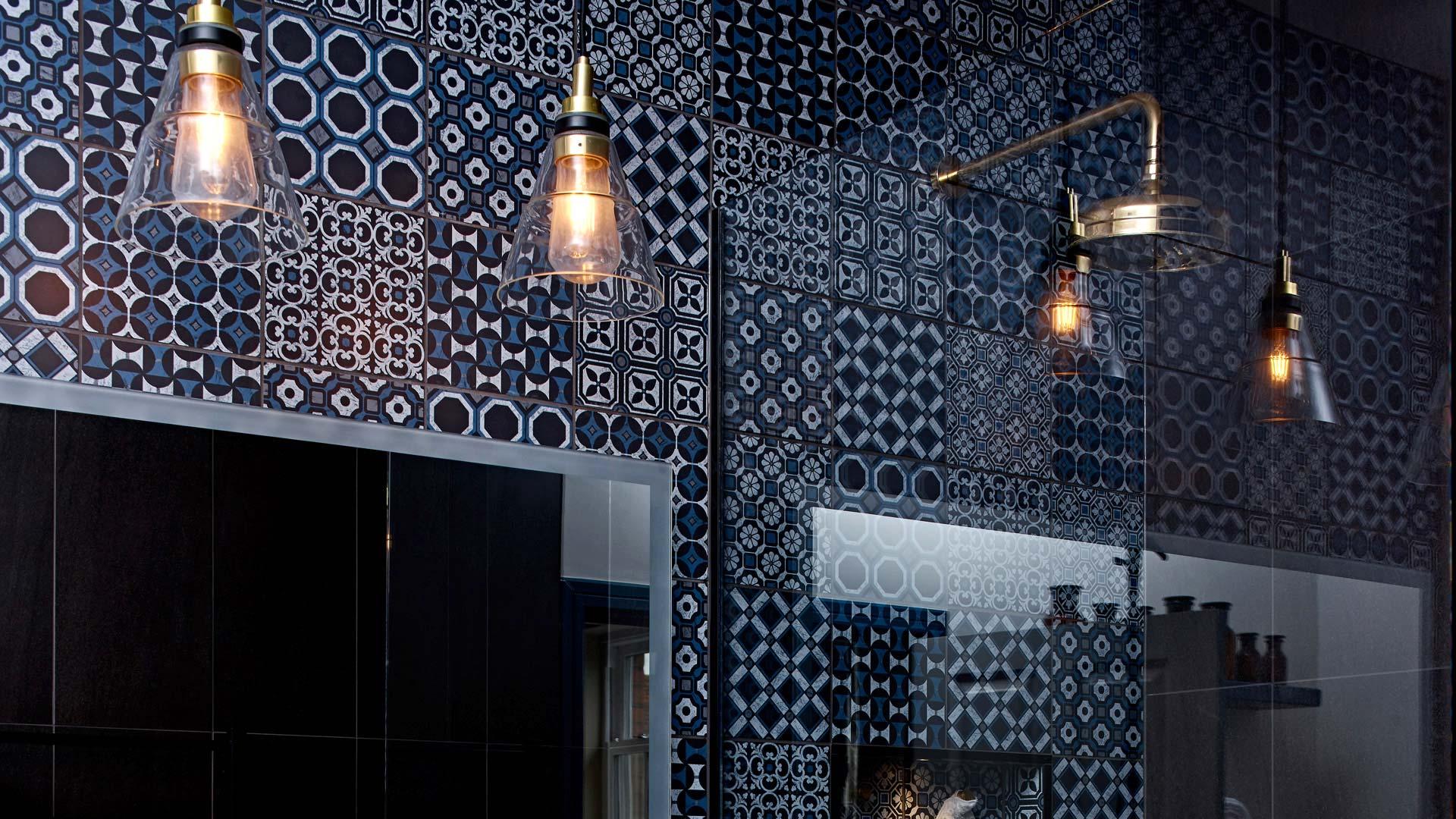 Our Kairi pendants warm the bathroom space of this Georgian home